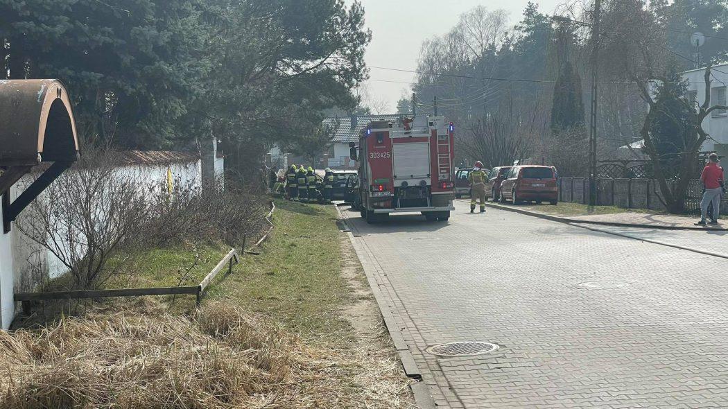 Strażacy razem z ratownikami LPR pomagali starszemu mężczyźnie
