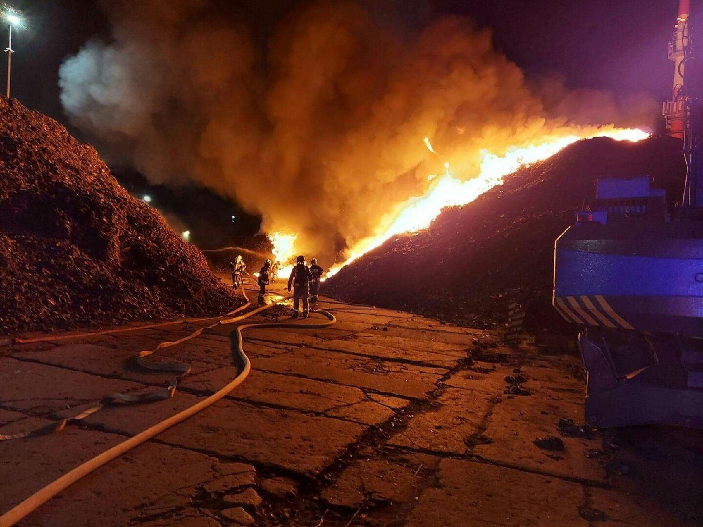 Pożar na składowisku odpadów przy ul. Rabowickiej