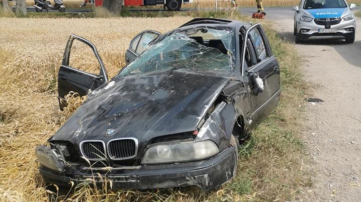 Osobowe BMW dachowało